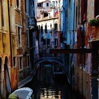 Есть улочки в Венеции... :: Владимир Глазунов