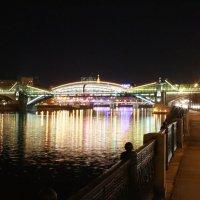 ночная москва .пешеходный мост от киевского вокзала. :: юрий макаров