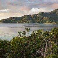 Вид на остров на закате :: Юлия Ростовцева