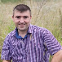 Портрет мужчины на природе :: Юлия Ростовцева