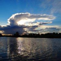 Облачный дракон солнце проглотил... :: Антонина Гугаева