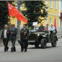 По главной улице... :: Павел Галактионов