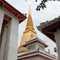 Бангкок. В Монастыре :: Владимир Шибинский