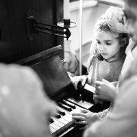 Piano Girl :: Natalia Us