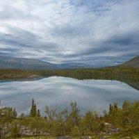 Безымянное горное озеро :: Сергей Можаров