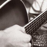 Вечером тихо звучала гитара.. :: Аня Разумовская