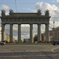 Московские ворота - небо в клеточку... :: Алексей Никитин