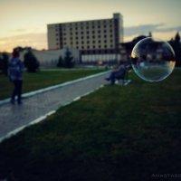 И у мыльного пузырька свои дела :: Анастасия Зубарева