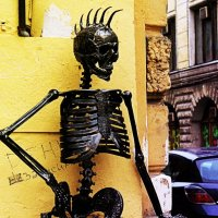 Скелет у магазина TUK в Банковском :: Яна Бобкова
