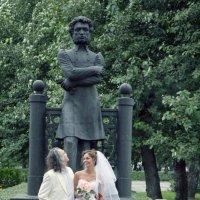 На фоне Пушкина..... :: Андрей Соколов