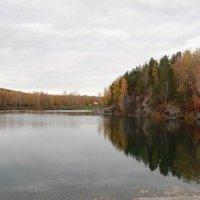 Осеннее озеро :: Светлана Триянова