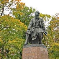 Памятник М.Ломоносову :: Олег Попков