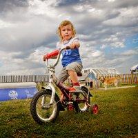 На велосипеде :: Oleg Puhaev