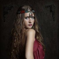 Портрет девушки в красном.. :: Жанна Карчевская