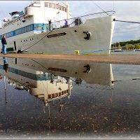 Моряк вразвалочку  сошел на берег, как будто он открыл  пятьсот Америк ... :: Михаил Палей