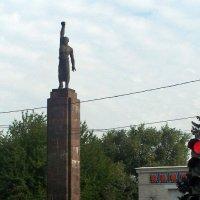 Памятник комсомольцам к 40-летию ВЛКСМ в Кишиневе :: Леонид Плыгань