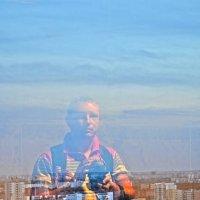 Автопортрет на фоне Минска :: Сергей Журавлёв