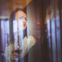 Бокал вина... :: Татьяна Минакова
