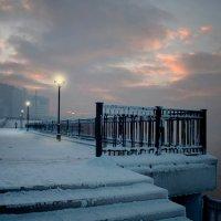 Ступеньками бредущий в холод... :: Александр | Матвей БЕЛЫЙ