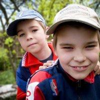Дети во дворе :: Дмитрий Кошелев