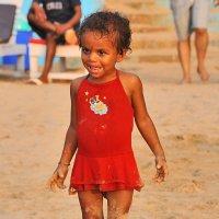 Девочка на пляже. :: Ирина Токарева