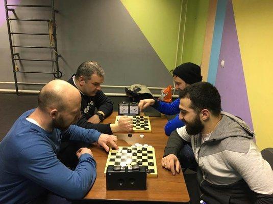 Соревнования по шашкам и шахматам