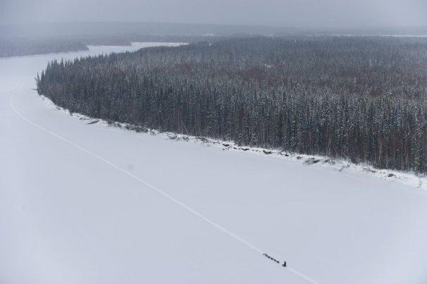 Пэт Мун и его команда пересекают реку Кускоквим