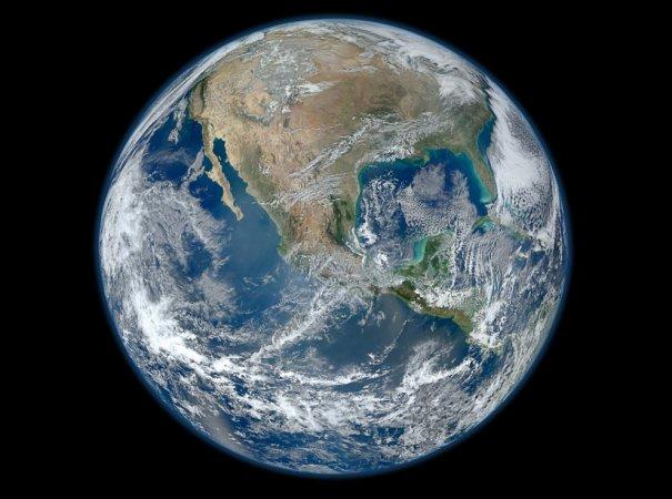 Земля в иллюминаторе!
