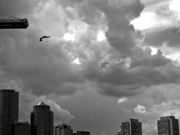 Прыжок с крыши , фото:  Romina Amato
