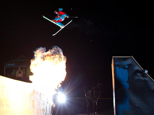 прыжки через огонь на лыжах, фото:David Clifford