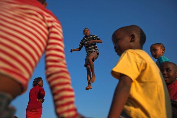 Прыгай, а не подпрыгивай!, фото:James Nachtwey