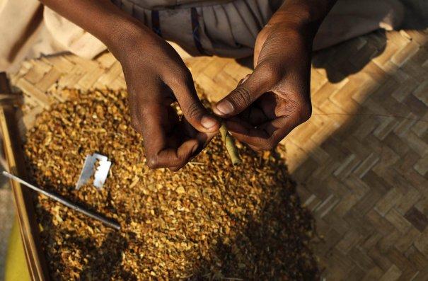 Процесс закручивания биди, фото:Rafiq Maqbool