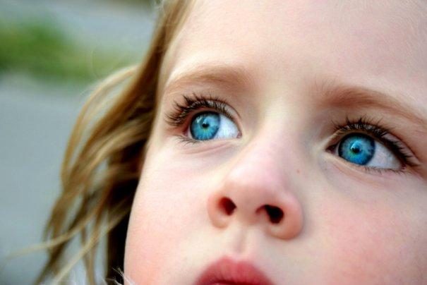 Девочка Аврора с глазами цвета северного сияния!