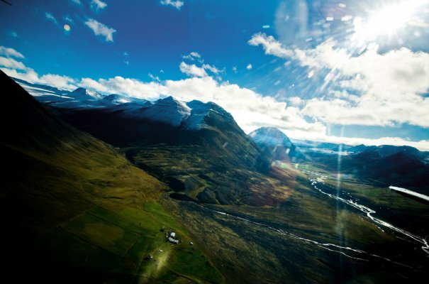 Просторы Исландии - именно эти горы покоряют лошади! Фото:Paul Taggart