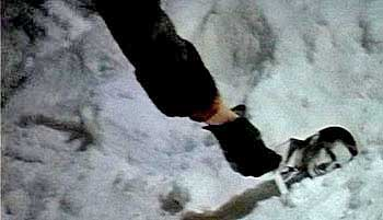 В каком моменте фильма «Ирония судьбы, или с лёгким паром» можно увидеть Олега Басилашвили?