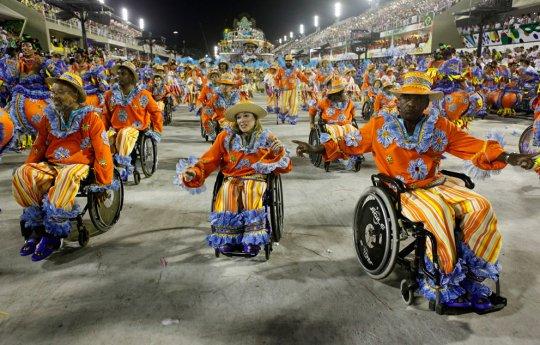 Школа самбо Portela на ежегодном параде в Рио-де-Жанейро.