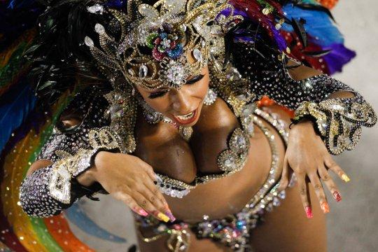 Танцовщица школы самбо Beija Flor.