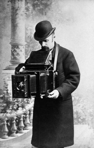 Конец 19 века. Фотографии делали с помощью пластины, пок