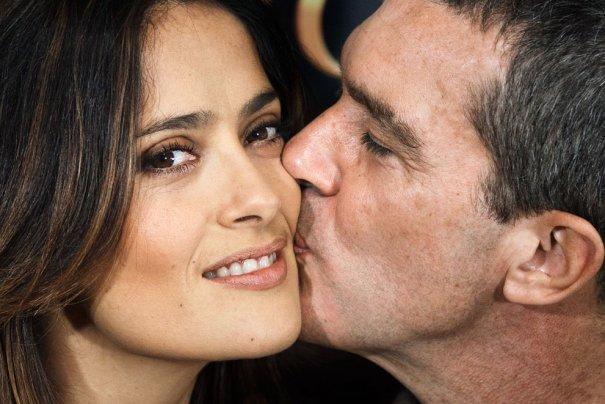 Самый неискренний любящий, но самы искренний дружеский поцелуй!