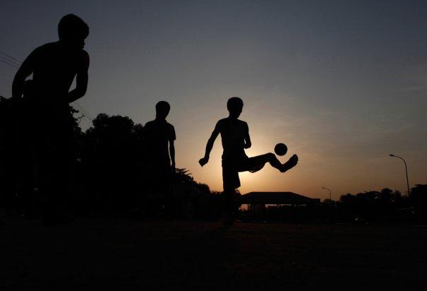 Для настоящего спортсмена неважно день на улице или ночь, Янгон, Мьянма