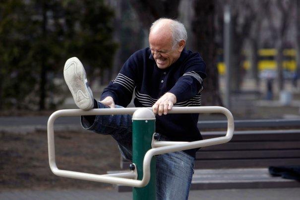 Иногда вспомнить молодость лучше всё же на скамейке, Белград, Сербия, фото: Marko Drobnjakovic