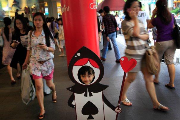 Неожиданное продолжение столба, Сингапур, фото:Wong Maye-E