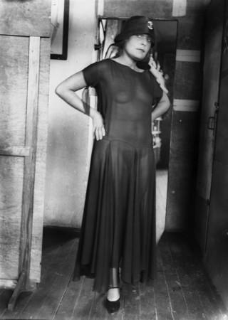 Лиля Брик в прозрачном платье, 1928 год
