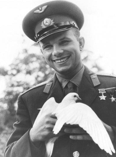 Юрий Алексеевич Гагарин - летчик-космонавт , герой СССР.