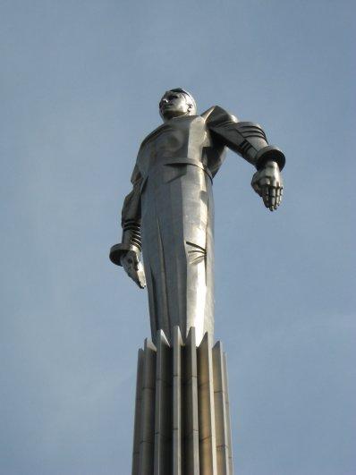 Памятник первому космонавту СССР Юрию Алексеевичу Гагарину