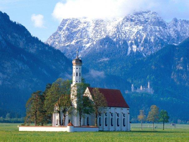 Церковь в пригорье Альп