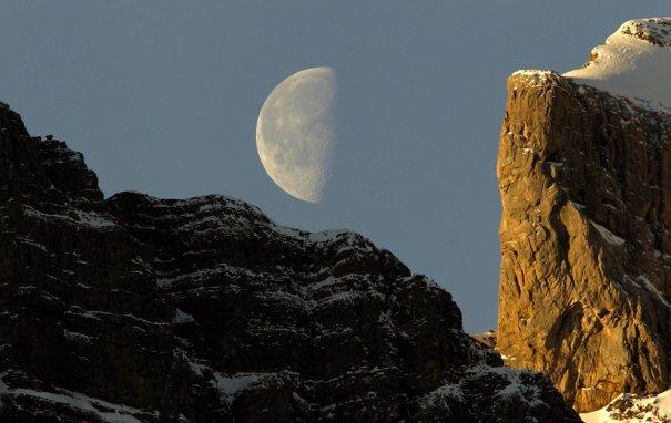 Вид Луны с горы Вренелисгайертли, Швеция ( высота горы 2 904 метра)