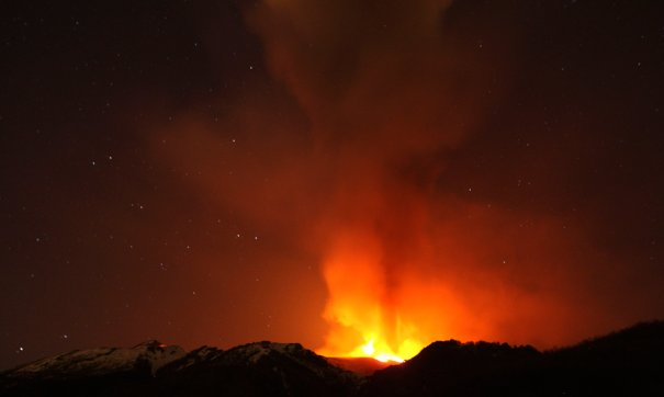 Проснувшийся вулкан Этна, Сицилия, фото: Antonio Parrinello