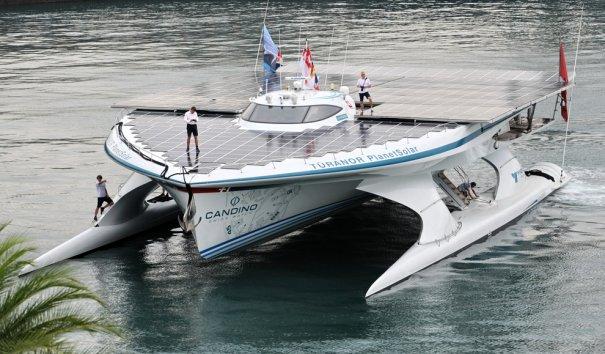 В Сингапуре запущены первые лодки, работающие ан солнечных батареях, фото: Roslan Rahman