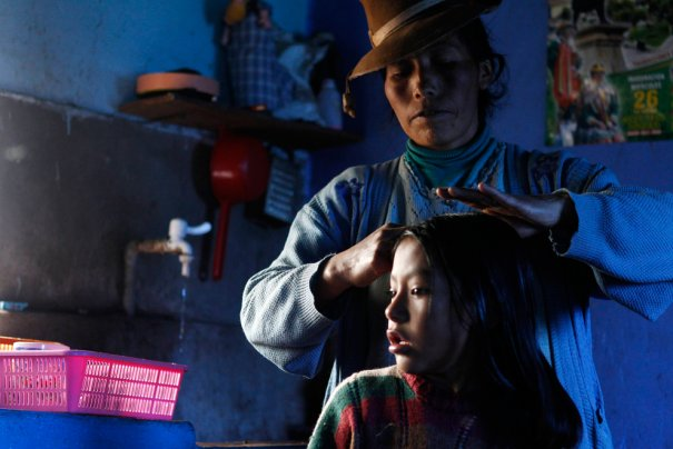 Семья Октавии Кахуаты живет в доме, отапливаемом энергией солнца, фото: Mariana Bazo